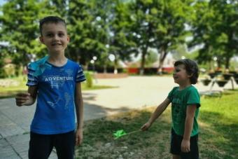 В городском саду прошёл мастер-класс для детей «БУМАЖНАЯ ВЕРТУШКА»